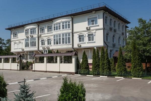 Отель «Голубое озеро»